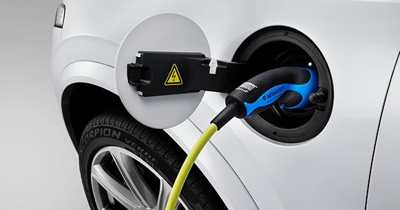 emisiones-autos-híbridos-enchufe-conexión