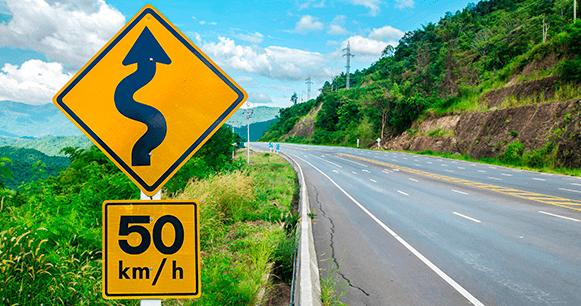 /limitador-de-velocidad-seguridad-volvo-curvas-señalamiento-precaucion